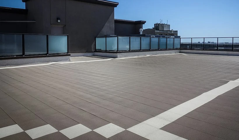 what's the life expectancy of a flat roof?
