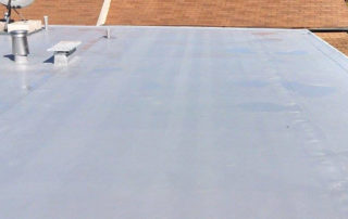 how much weight can a flat roof support?